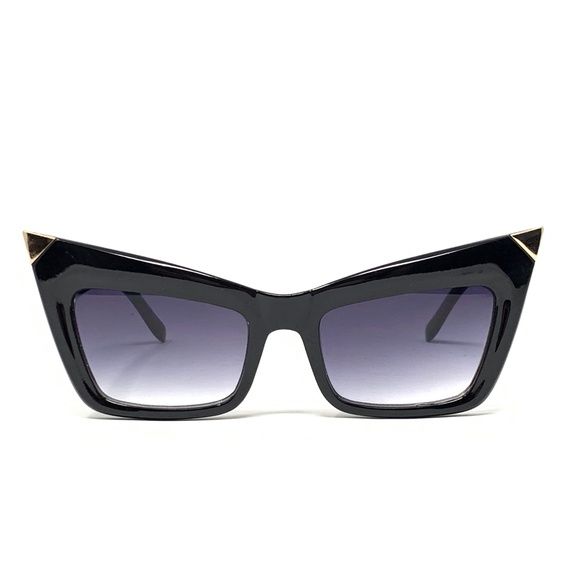 Accessories - Vintage style cat eye sunglasses with metal tips